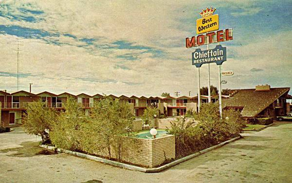 A 1980s postcard of the Chieftain Motel, Best Western, in Chambers, AZ. Route 66