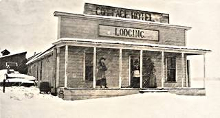The Cottage Hotel in a 1915 photo