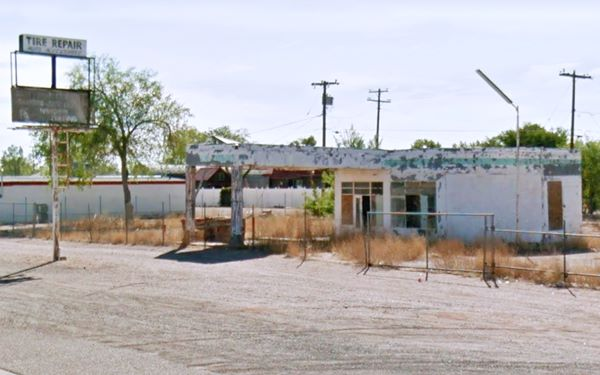 Holbrook Whiting Bros. service station in ruins