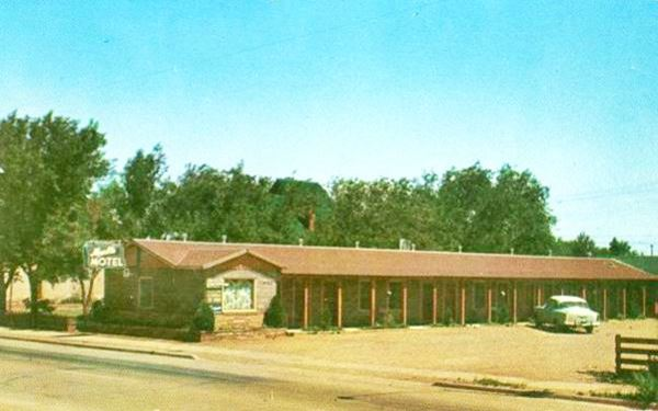 A 1950s postcard of vintage Marble Motel on Route 66 in Winslow, AZ