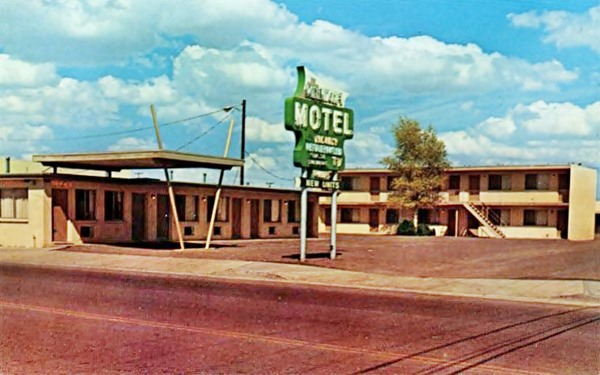 1960s postcard of Moenkopi Motel