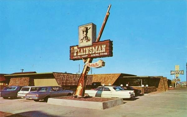 The Plainsman Restaurant in the 1960s, vintage postcard. Route 66 in Holbrook Arizona