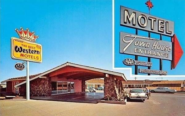 Town House Lodge ina a 1960s postcard Winslow, AZ