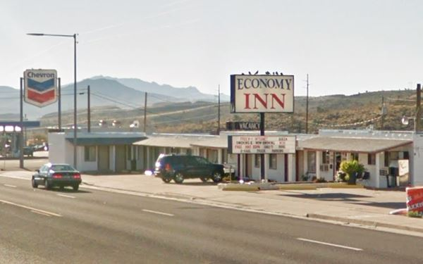 current appearance of the Whiting motel in Kingman aza
