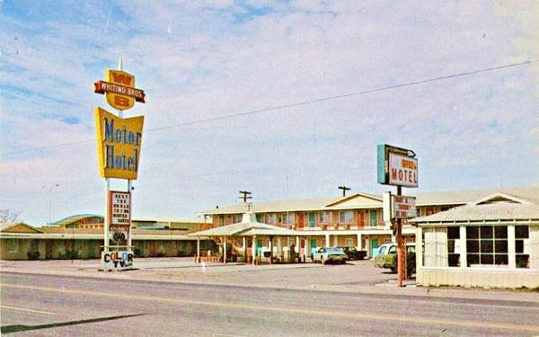 Vintage 1970s postcard of the Whiting Motel on Route 66 in Holbrook  Arizona