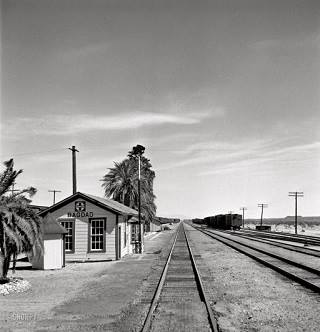 Bagdad railroad station in California photgraph thumbnail, click to enlarge