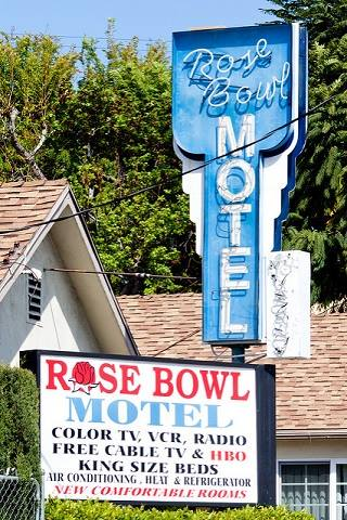 The Rose Bowl Motel neon sign