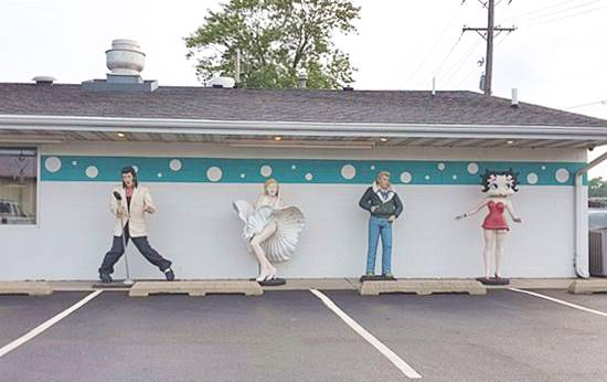 Marylin, Betty Boop, more life-size statue at the Polk-A-Dot in Braidwood Route 66