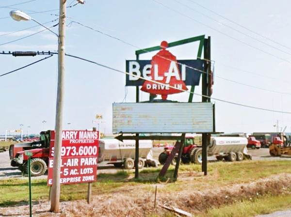 Bel Air Neon Sign in Mitchell Route 66