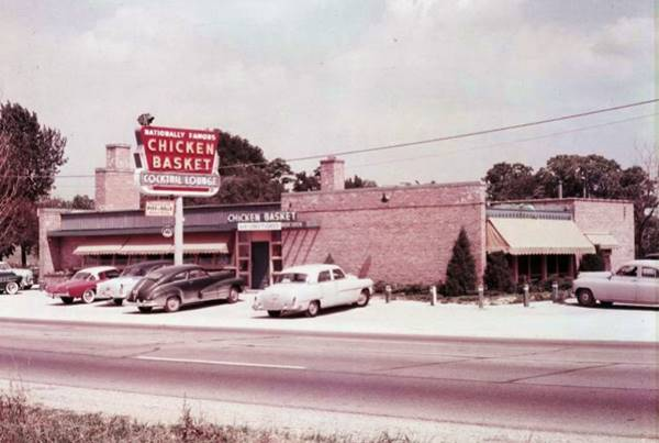 Vintage photo of Dell Rhea's Chicken Basket in Willowbrook Route 66