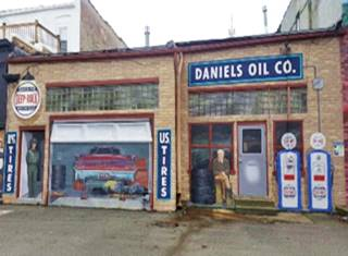 Daniels Oil mural in Pontiac US66