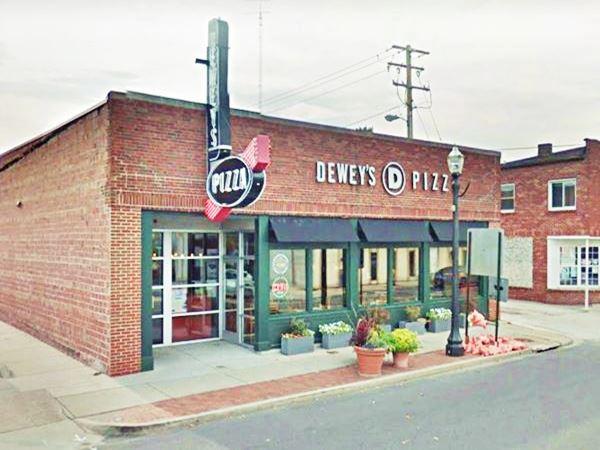 Kriege Hardware ⁄ Deweys Pizza in Edwardsville Route 66