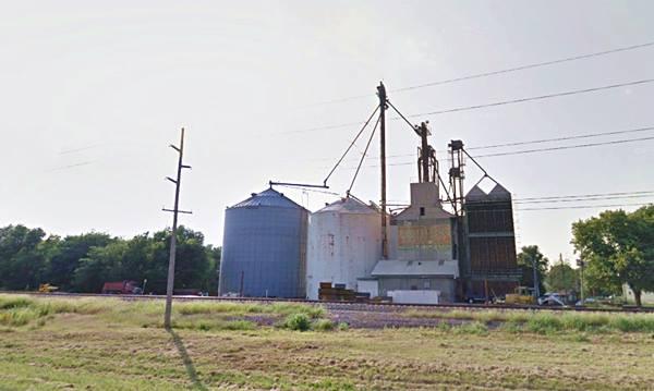 Grain silos & elevators in Lawndale Route 66
