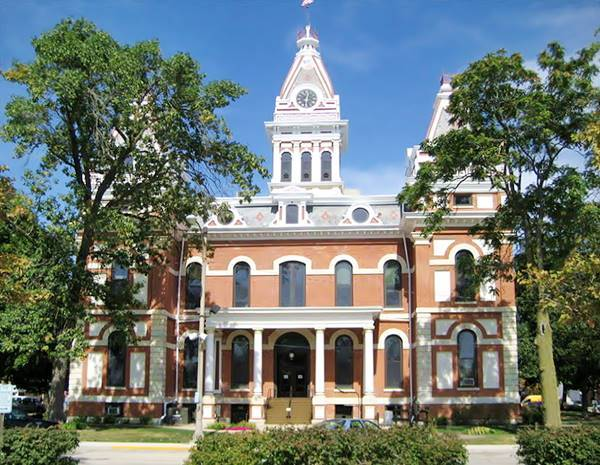 Historic Livingston County Courthouse in Pontiac Route 66