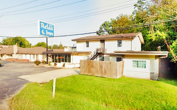 Former Rainbo Court Motel today Royal Relax Inn in Fairmont City Route 66