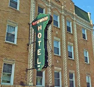 Neon sign of the old Rosemoor Hotel in Chicago US66