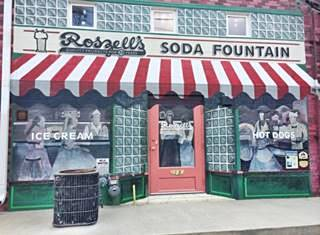 Roszells Soda Fountain mural in Pontiac US66