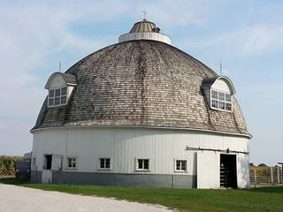 Historic Raymond Schulz Round Barn in Pontiac US66