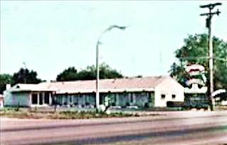 Shamrock Motel postcard in Springfield US66