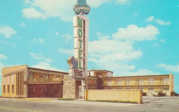 Shamrock Motel 1966 postcard in Cicero Route 66