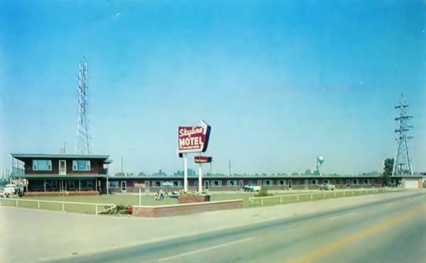 Skyline Motel vintage 1950s postcard in McCook Route 66