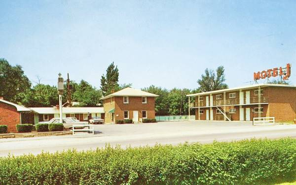 Town House Motel 1960s postcard in Joliet Route 66