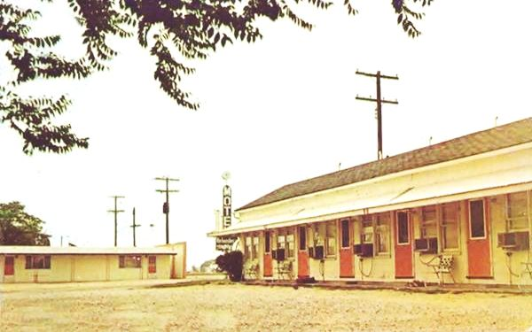 Vintage postcard of the Belvedere Café and Motel in Litchfield Route 66