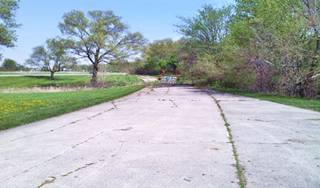 Wayside park and 1926 roadbed in Sherman US66