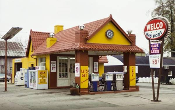 Historical Standard Oil Gas Station in 1977 in Plainfield Route 66