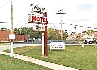 original Wishing Well motel neon sign in Pontiac US66