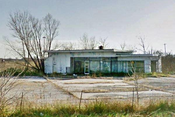 Abandoned gas station in hamel Route 66