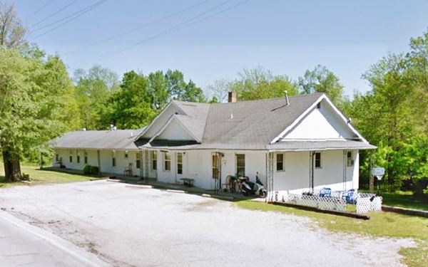 Street view of former Buster Brown Inn in Carthage MO, Route 66