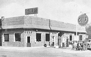 vintage postcard of Chet Campbells Gulf gas station