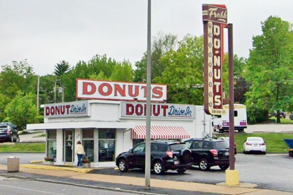donuts-drive-in in St. Louis Missouri