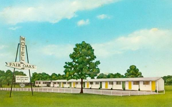 Vintage postcard of the Fair Oaks Motel, today the Plaza Motel