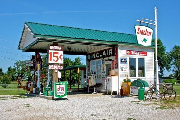 Gary's Gay Parita Sinclair Gas Station in Paris Springs Junction, Missouri