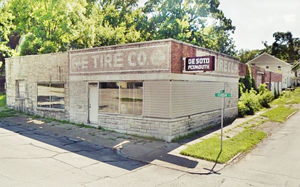 Street view of the G & E tire Company in Carthage MO, Route 66