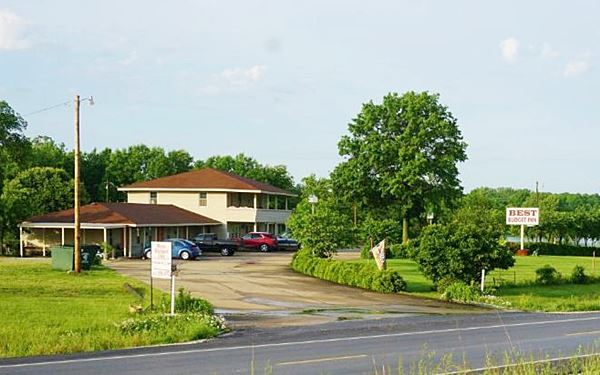 Street view of the Best Budget Inn, former Lake Shore Motel in Carthage MO, Route 66