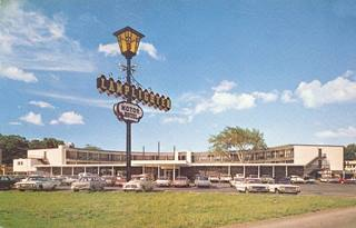 vintage postcard of the Lamplighter Motel Springfield MO