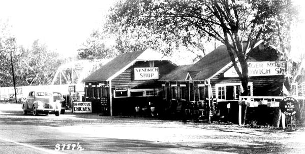 1930s photo of the Munger Moss Cafe on Route 66 in Devil's Elbow MO