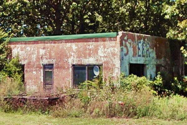 """Old building (""""Beer"""" written on wall) on Route 66 in Phelps"""