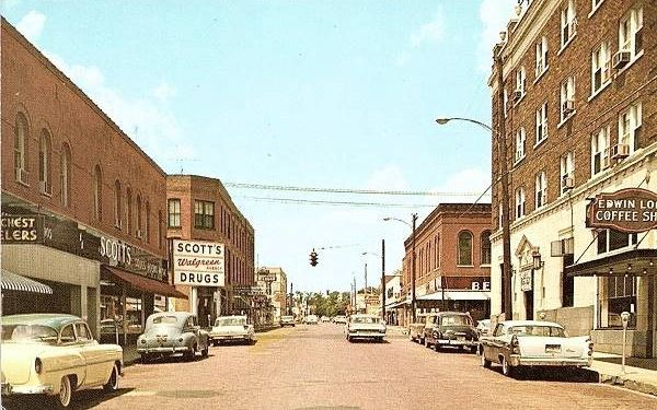 View of Pine Street in a vintage postcard, Route 66 in Rolla, Missouri