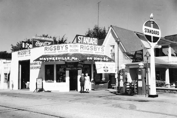 1950s photo Rigsby's Standard Oil Service Staton on Route 66 in Waynesville MO
