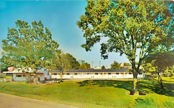 vintage postcard of the route 66 Roedemeier Motel in Bourbon Missouri