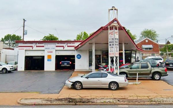 Phillips gull wing gas station, St. Louis MO