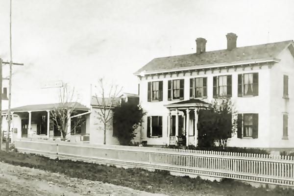 ca 1900s building in Des Peres