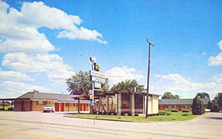 vintage postcard of the Wishing Well Motor Inn Route 66, Springfiled MO