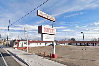 Americana motel west of Albuquerque, NM