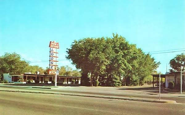 Vintage 1960s postcard of the Bow & Arrow Lodge Albuquerque NM