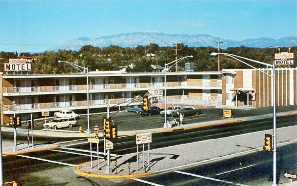 Vintage 1950s postcard of the Crossroads Motel on Route 66 in Albuquerque NM